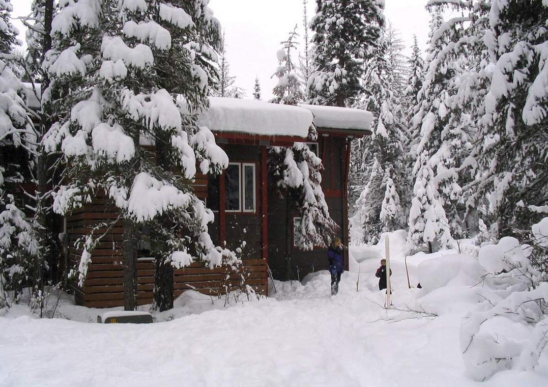 Chiwawa_River_Cabin_In_Winter.jpg