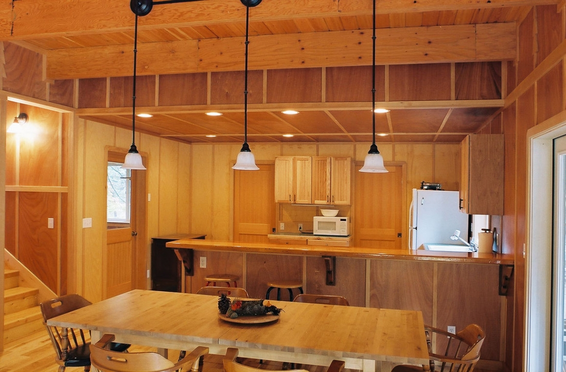 Chiwawa_River_Cabin_Kitchen-1100x723.jpg
