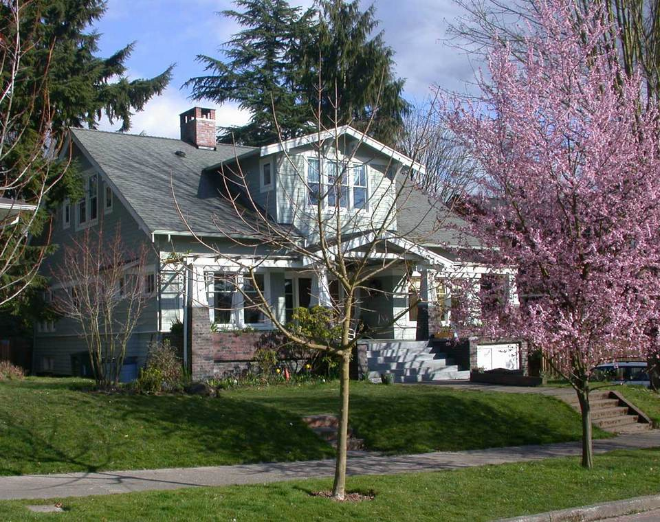 Mt._Baker_Bungalow_View_from_Street2.jpg